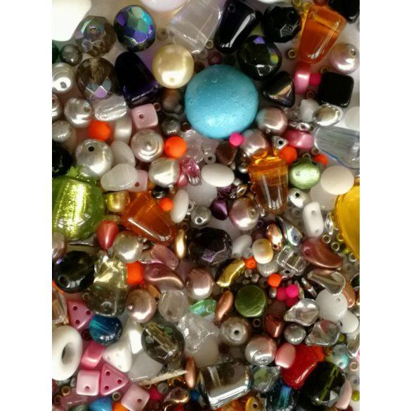 Cseh, préselt üveggyöngy mix. 50gramm/csomag