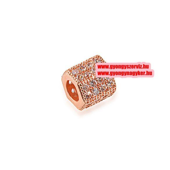 Cirkon kristályos, hexagon köztes gyöngy.  7.1x7.3mm. Rózsaarany szín, fehér kristály.