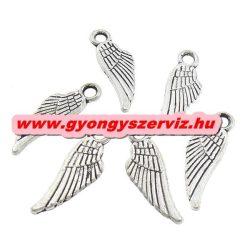 Fém medál, fityegő. Angyal szárny. 18x6 mm. Antik ezüst szín. 100db.
